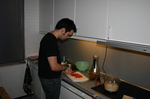 Aardig wat aardbeiden moeten schoongemaakt worden.